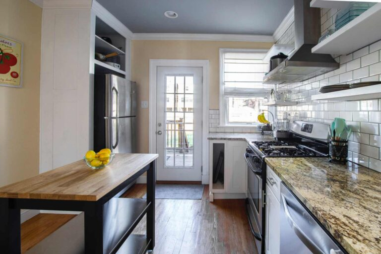 Earl's Paintworks | Why You Should Clean Your New Home and How to Do It Right - Photograph of kitchen